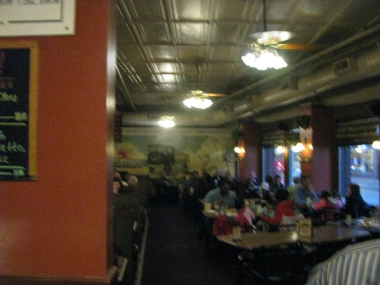Olde Peninsula Brewpub: Pretty large dinning room.
