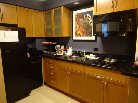 Residence Inn Toronto Downtown/Entertainment District: Fully equipped kitchen