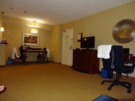 Residence Inn Toronto Downtown/Entertainment District: Dining area for 2