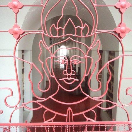 Wat Ratchanatdaram Woravihara (Loha Prasat): uno dei tanti corridoi