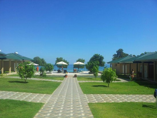 Sylvia Resort Komodo : Clear blue sky