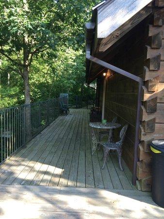 Azalea Falls Lodge & Cabin : side deck