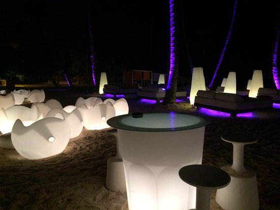 Paradisus Punta Cana Resort: Ambiente noturno nas areias de Bávaro