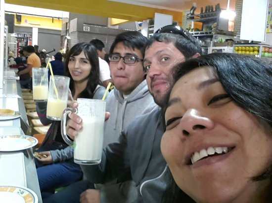 Tacna, Перу: Jugos naturales en el mercado central puesto Mary Martin