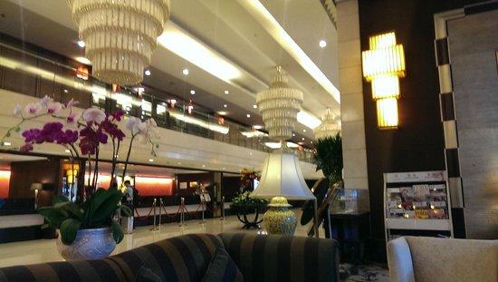 Century Plaza Hotel: hotel lobby