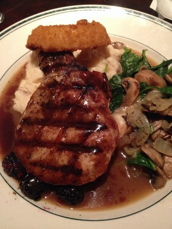 Daily Grill : Succulent pork chop with blackberries, mashed potato, and nicely sautéed veggies. Very filling.