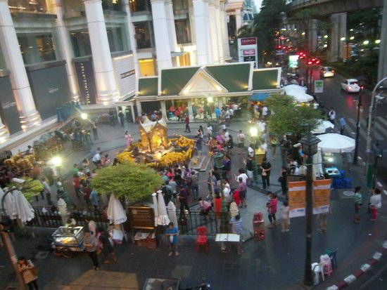 Erawan Shrine (Thao Mahaprom Shrine): Erawan Shrine from above