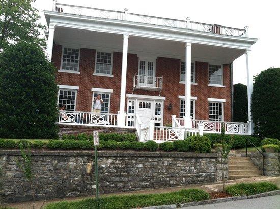 Bluff View Inn: The Martin House
