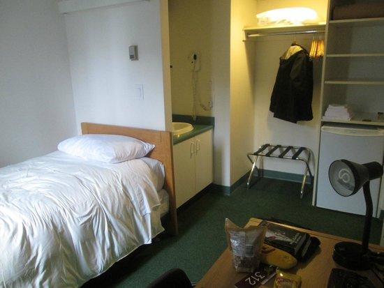 YWCA Hotel Vancouver: Room 312