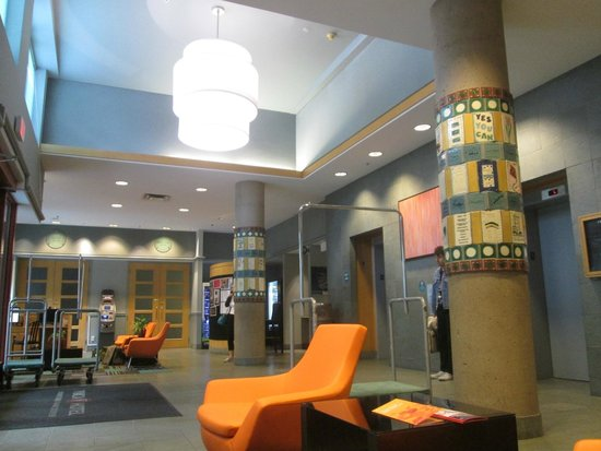 YWCA Hotel Vancouver: Lobby area