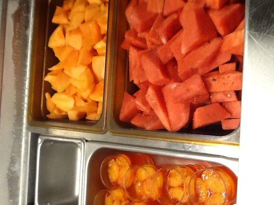 Ballyhoos Bar & Restaurant: Fresh fruit