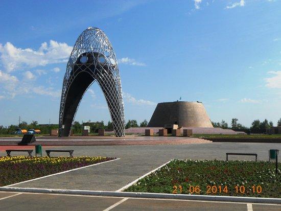 Malinovka, Kazakstan: Арка и музей