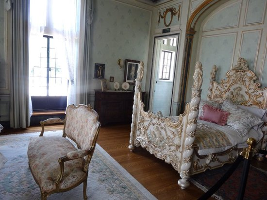 Casa Loma: One of the bedrooms