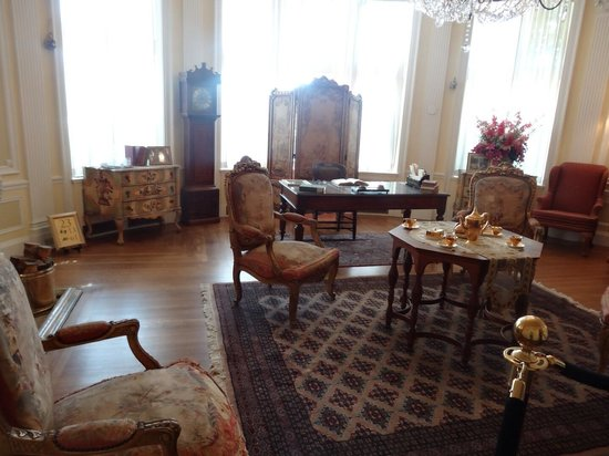 Casa Loma: Dining room