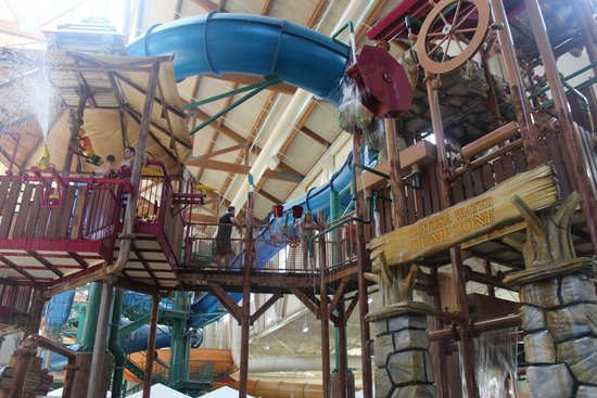 Great Wolf Lodge: small slide area