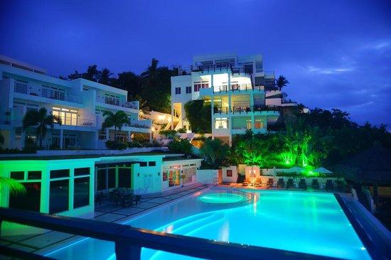 Cohiba Villas: 3bedroom - view at pool