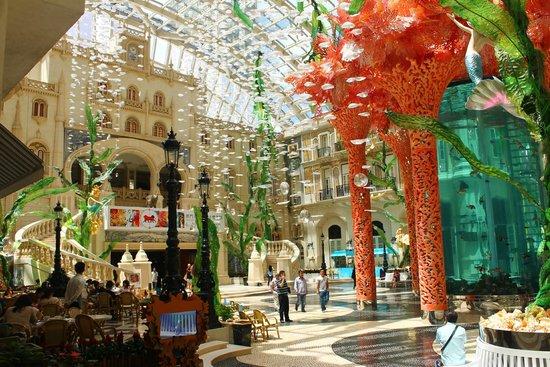 MGM Macau : The big hall with restaurants and bars