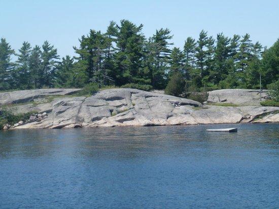 Miss Midland  Boat Cruises: Rocky shoreline 2