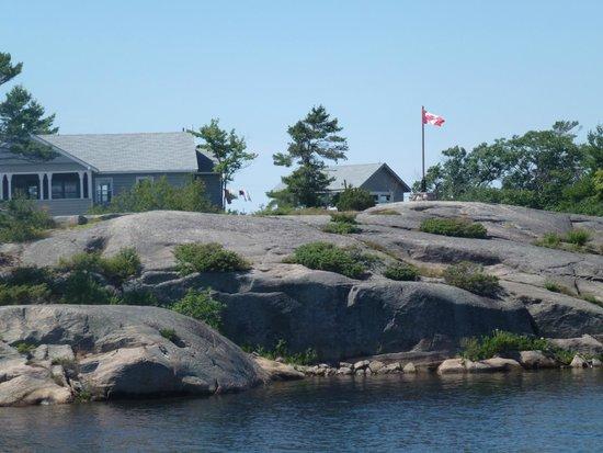 Miss Midland  Boat Cruises: Home on rock island