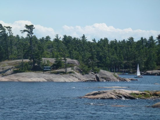 Miss Midland  Boat Cruises: Rocky shoreline 4