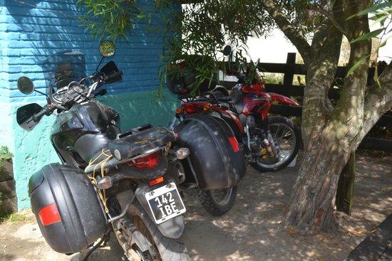 Valizas Hostel: Lugar para las motos !