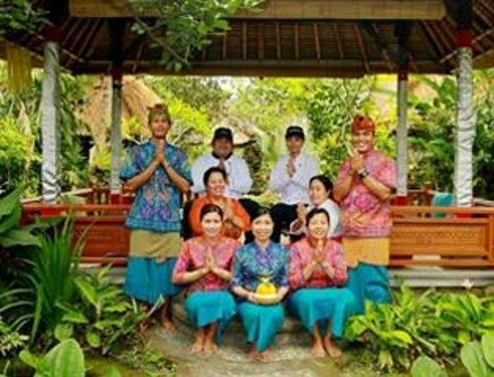 Cafe Wayan & Bakery : Cafe Wayan group staff