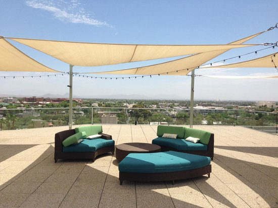 Hotel Valley Ho: roof top area to sit