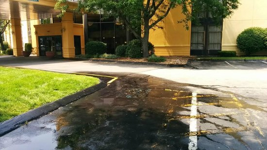 La Quinta Inn & Suites Andover: Sprinklers remained broken since first stay in June.