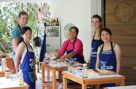 Thai Secret Cooking School : Our small group with May