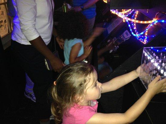 Children's Museum of Wilmington: Fun with the oscilloscope!