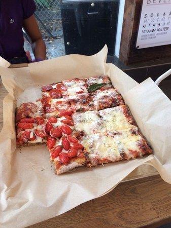 Blocks Pizza Deli : Ottima pizza a taglioooooo!!!!