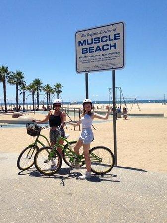 26-Mile Bike Path: through muscle beach and onto venice.