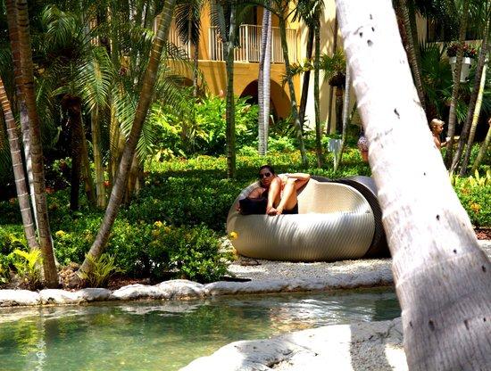 Marriott Grand Cayman Beach Resort : Hotel grounds