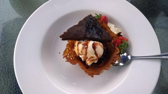 Beacon Landing Restaurant and Pub : Brownie