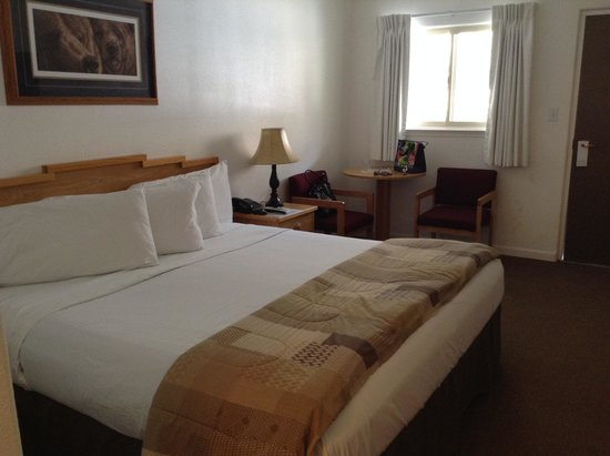 Big Iron Motel : King Size Bed Room