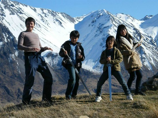 Hassle Free Tours: LOTR band and the great back drop