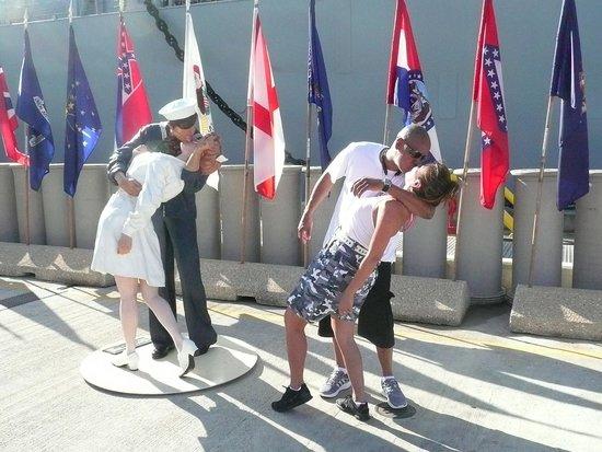 Battleship Missouri Memorial: Must do the V-Day kiss! Great Photo -op