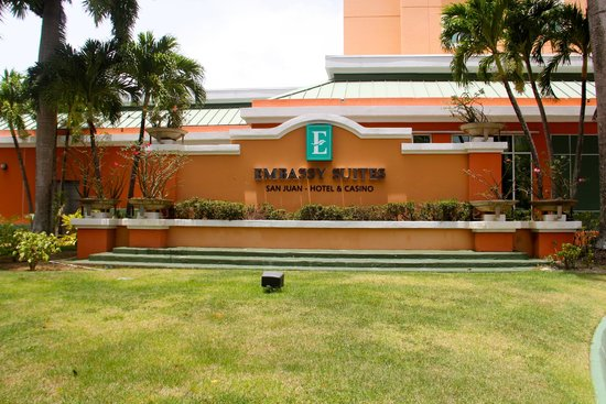 Embassy Suites by Hilton San Juan Hotel & Casino: Entrance Sign