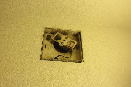 Rodeway Inn: Bathroom Fan