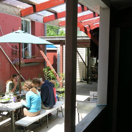 Art Hotel : lunch in the courtyard