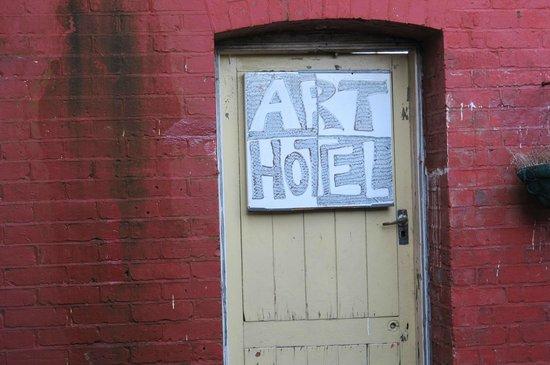 Art Hotel: art on the door