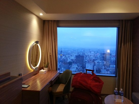 JR Tower Hotel Nikko Sapporo: Room and the view