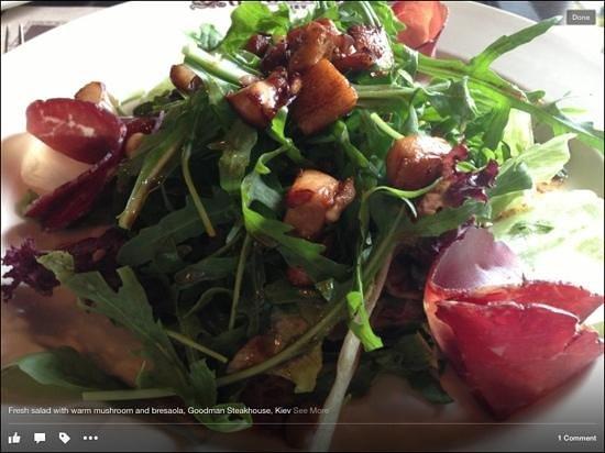 Goodman : fresh salad with warm mushroom and bresaola
