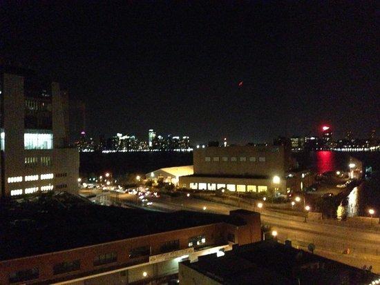 The Standard, High Line: 四階からハドソン川沿いの眺め