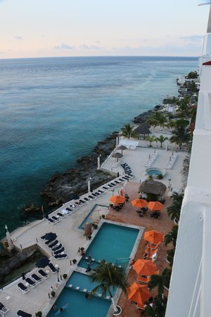 Coral Princess Golf & Dive Resort : view down the coast