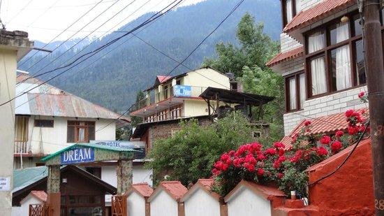 Tourist Hotel : view from garden