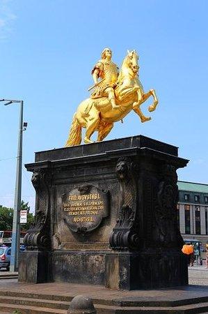 Goldener Reiter : 黄金の騎馬像