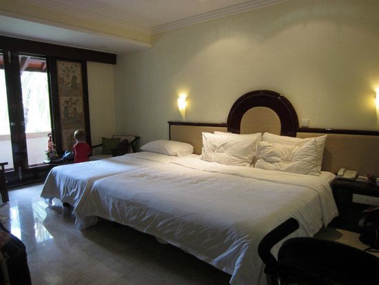 Discovery Kartika Plaza Hotel: Deluxe room with extra bed for our son