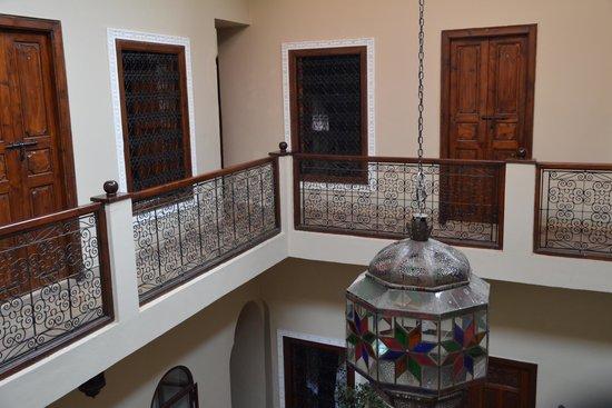 Riad Marana: Patio interior a donde dan todas las habitaciones