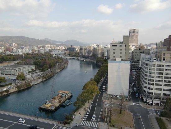 Hotel Sunroute Hiroshima : 朝食会場からの眺め